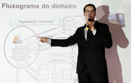 Procurador Deltan Dallagnol durante entrevista em Curitiba. 11/12/2014 REUTERS/Rodolfo Buhrer