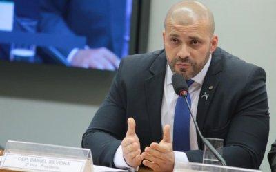 Daniel Silveira muda versão e admite uso de celulares após prisão pela PF