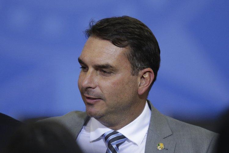 Flávio Bolsonaro representa contra Kajuru no Conselho de Ética por divulgação de áudio