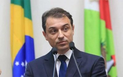 Governador de Santa Catarina é absolvido em processo de impeachment e volta ao cargo