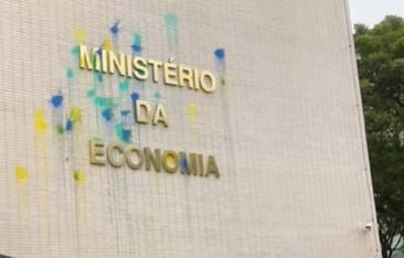 Após elevação do teto de gastos, Ministério da Economia amanhece sujo de tinta