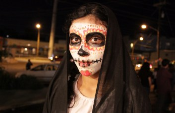 A festival-goer celebrates Dia de los Muertos at Muertitos Fest.