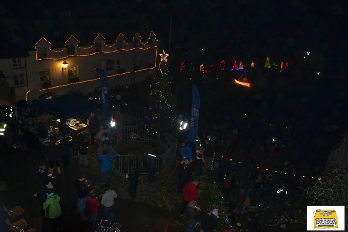 clovelly-christmas-lights