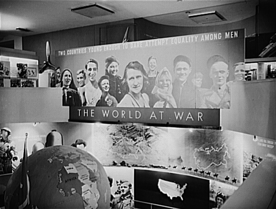 owi_murals_at_American-Soviet_war_exhibition_NY_966