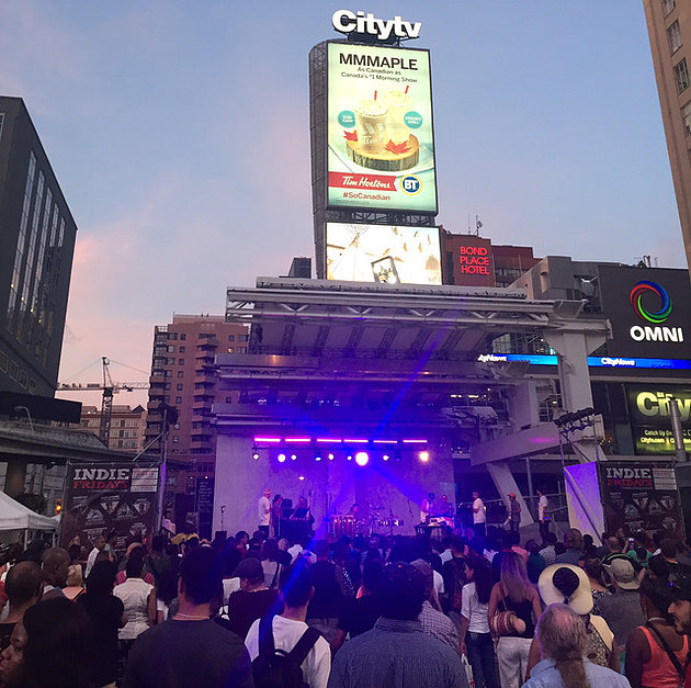 Indie Friday na Younge-Dundas Square