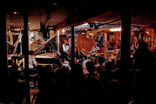 Jazz Club por Zhang Yu