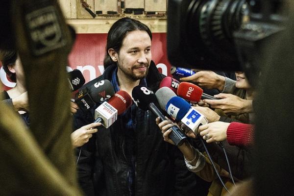 Pablo Iglesias microfonos por Marc Lozano