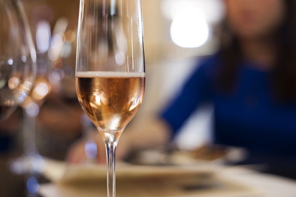 champagne-por-yi-wang