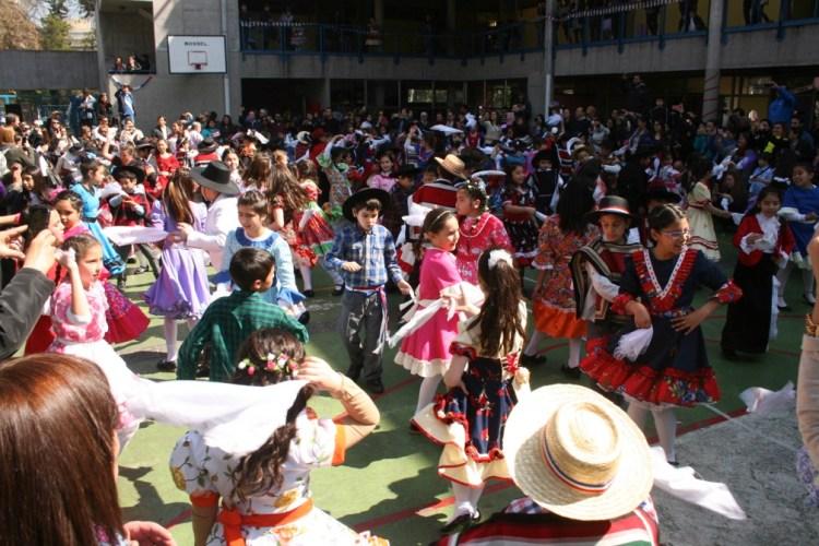 CELEBRACION DE FIESTAS PATRIAS EN EL COLEGIO