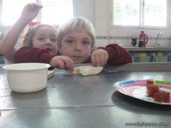 Salas de 4 preparando Pastelitos 44