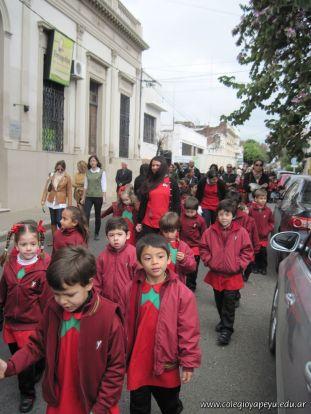 Desfile en Homenaje y Festejo de Cumple 244