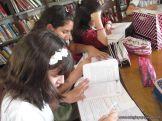 6to grado leyendo en Biblioteca 2