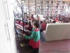 Alumnos de la Seño Carolina en Biblioteca 12