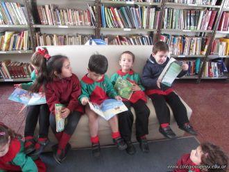 Alumnos de la Seño Carolina en Biblioteca 9