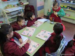 Aprendiendo Ingles en Salas de 5 11