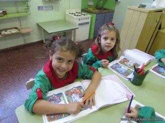 Aprendiendo Ingles en Salas de 5 56
