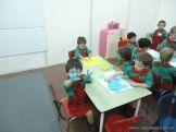 Salas de 3 jugando con temperas 14