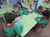 Salas de 4 escriben sus nombres 3