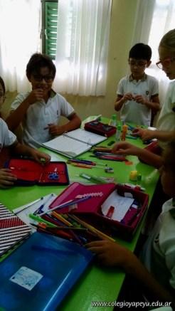 Clasificando útiles escolares 28