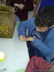 Elaboración de jarrones y floreros de cartón y diarios 2