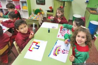 Dibujamos con plasticolas de colores 17