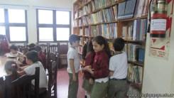 Tercero visita la biblioteca 32
