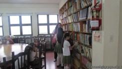 Tercero visita la biblioteca 43