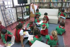 Visita de sala de 4 a la biblioteca 16