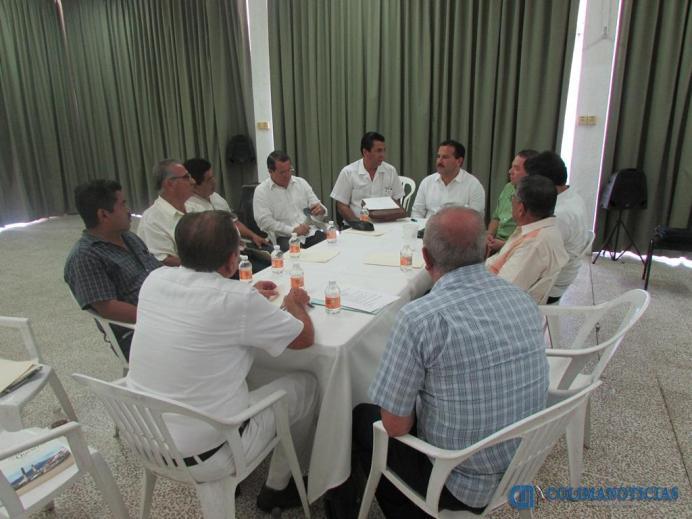 SE REUNE TITO CON CRONISTAS MUNICIPALES