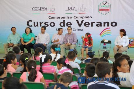Cumple Nacho compromiso con familias de Minatitlán