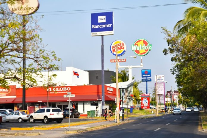 av felipe sevilla 696x464 - Detienen a asaltante cerca de una plaza de la Av. Felipe Sevilla del Río