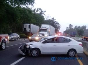 se-registra-fuerte-accidente-en-la-autopista-manzanillo-colima