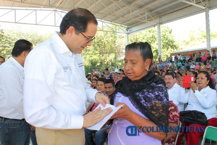 gobernador-entrega-recursos-por-10-7-mdp-para-sectores-vulnerables