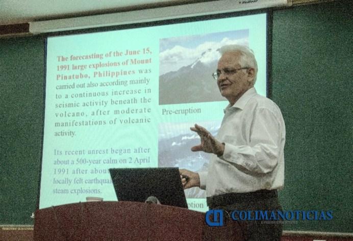 V Zobin dando clases en Universidades de China