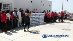 Trabajadores de la Sección 30 del SNTSA pancarta salazar