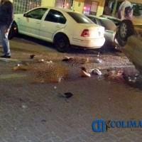 Mujer sale volando tras chocar contra 5 autos