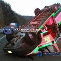 Ambulancia del IMSS vuelca en autopista Colima-Gdl