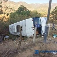 Vuelca autobús con familia de peregrinos en la ruta a Talpa