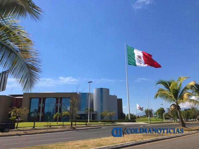 complejo administrativo bandera mexicana 696x522 - Llegan menos recursos federales a Colima: Seplafin