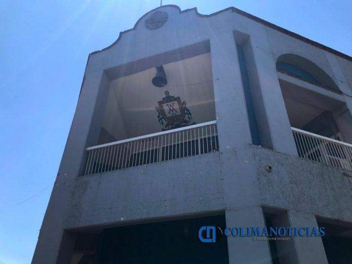 ayuntamiento villa de alvarez fachada 696x522 - Felipe Cruz quiso pacificar situación de tianguistas: Directora de Licencias