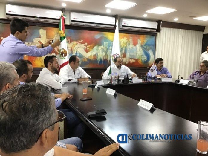 rueda de prensa gobernador ignacio peralta 696x522 - Colima en alerta por Mosca del Mediterráneo