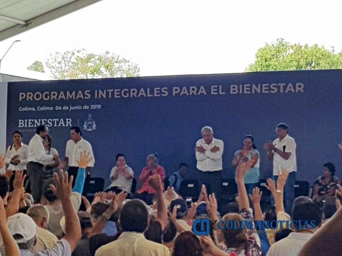 AMLO COLIMA 02 696x522 - A partir de mañana no se cobrará la caseta de Cuyutlán a petición del Gobernador: Amlo