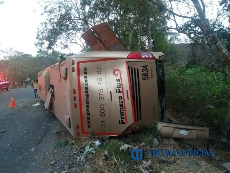 accidente primera plus mzllo - 14 lesionados en volcadura de autobús que salió de Manzanillo con destino a Puerto Vallarta