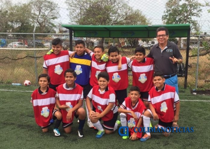 fútbol primaria Ignacio Ramírez TC 696x492 - Logra otro triunfo la primaria Ignacio Ramírez TC de Manzanillo, en fútbol varonil