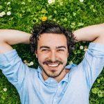 hombre feliz 150x150 - Cosas que tienen en común la gente que es feliz