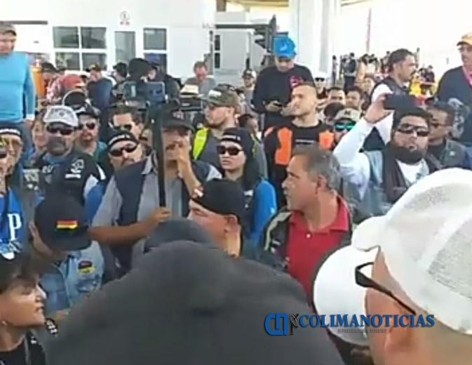 manifestantes caseta jalisco - Motociclistas se Jalisco y Colima, liberan la caseta de Atoyac, sobre la autopista Guadalajara-Colima