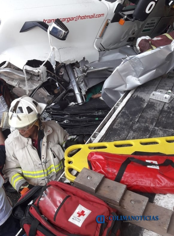 tráiler accidente - Dos lesionados graves, 4 camiones y un auto particular devastados: saldo del accidente ocurrido en Tapeixtles