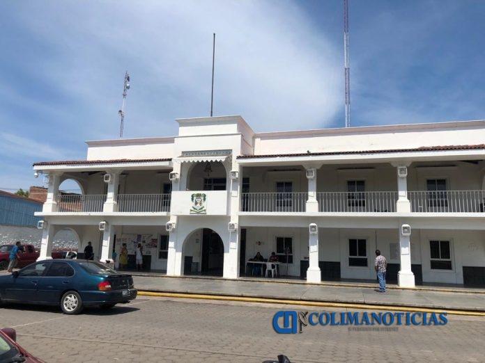 ayuntamiento de armeria 696x522 - De 1 a 5 años de prisión contempla la ley por agresión de Salvador Bueno
