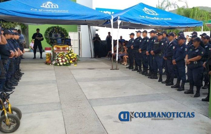 homenaje a policia de armeria 696x444 - Autoridades municipales rinden homenaje a Policía de Armería que fue ejecutado