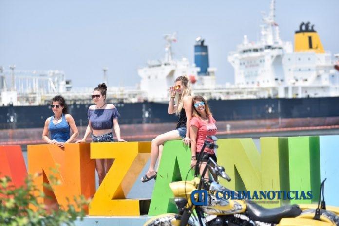 Turismo Manzanillo 696x465 - Temporada vacacional de verano deja una derrama económica de 930 mdp: Íñiguez Méndez
